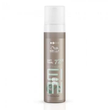 Анти-фриз пяна със средна фиксация за къдрава коса WELLA EIMI Nutricurls Soft Twirl 72h Anti-Frizz Foam 200ml